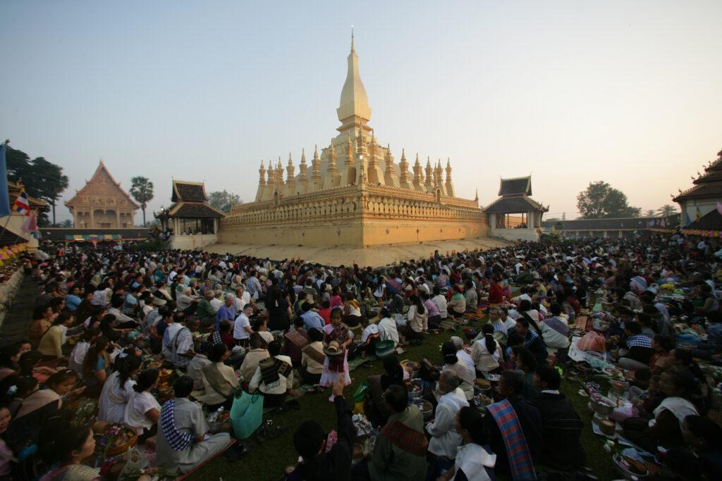 Crowds at That Luang